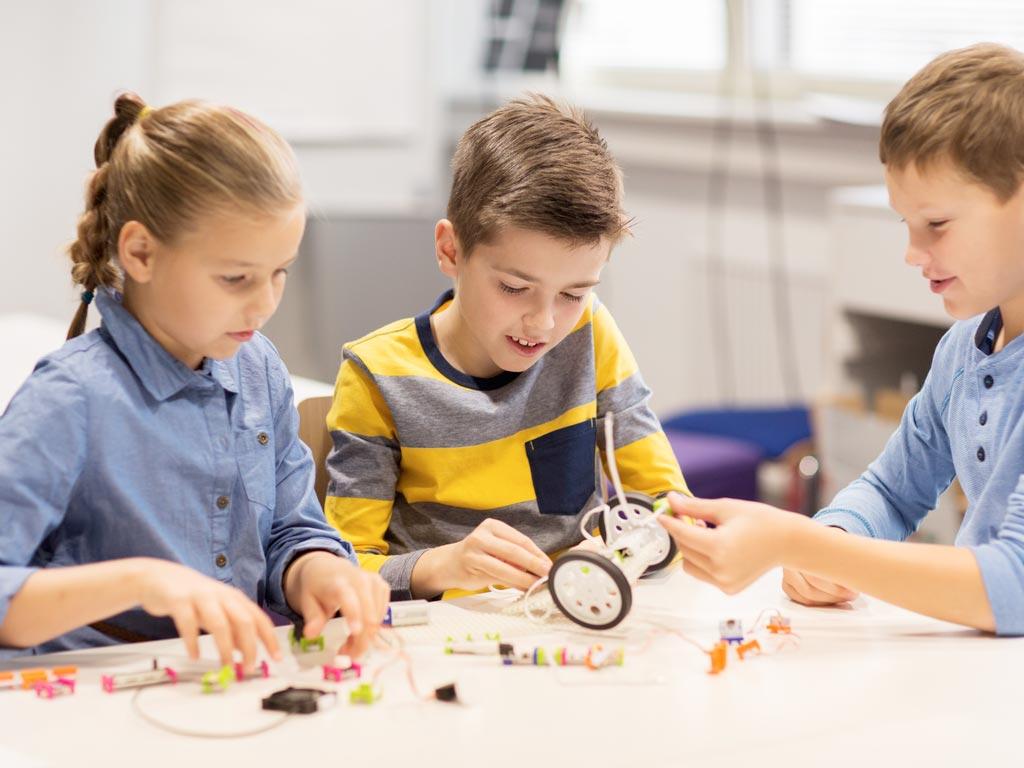 Barn som bygger - teknologi og smart industri